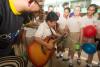 Interacción niños y músicos