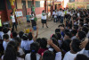 Voluntarios dictando taller ambiental