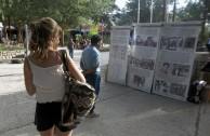 Exposición del Proyecto Huellas para no olvidar en la plaza pública de Tilcara, San Salvador de Jujuy