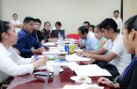 estudiantes en mesa