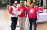Directora del Banco del Hospital San Jorge, Ángela María Salazar, otorga reconocimiento a la EMAP por labor que realiza en el Eje Cafetero