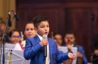 One of the songs played on the night of the concert was: Que Canten los Niños by Jose Luis Perales