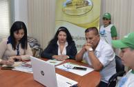 Vice Mayor of the city of Santo Domingo, Raúl Quezada, receiving the presentation of the Proclamation of the Constitution of the Rights of Mother Earth