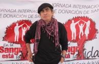 Jaime Guevara, cantautor ecuatoriano de trova urbana, también donó su sangre en favor de la vida.