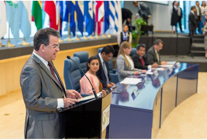 Moderator Manuel Díaz