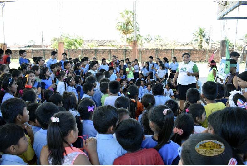 Charlas de preservación de la Madre Tierra a la comunidad estudiantil